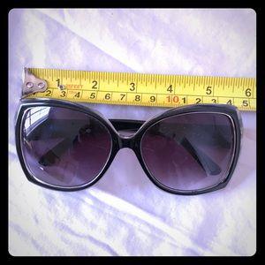 Jessica Simpson Ombré Sunnies Sunglasses 🕶🥰